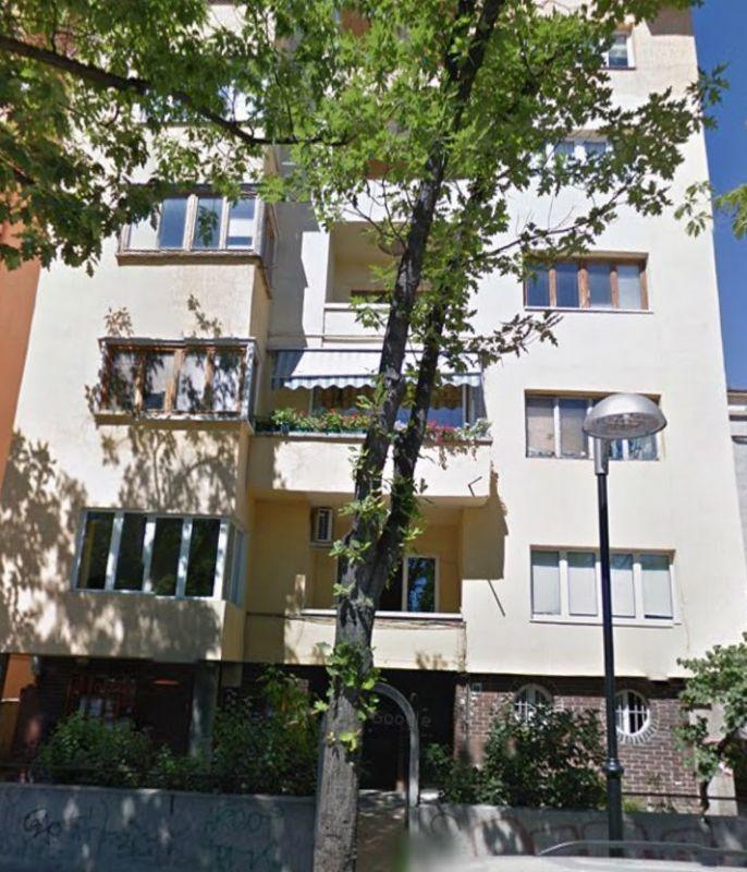 Четиристаен апартамент до Докторски паметник