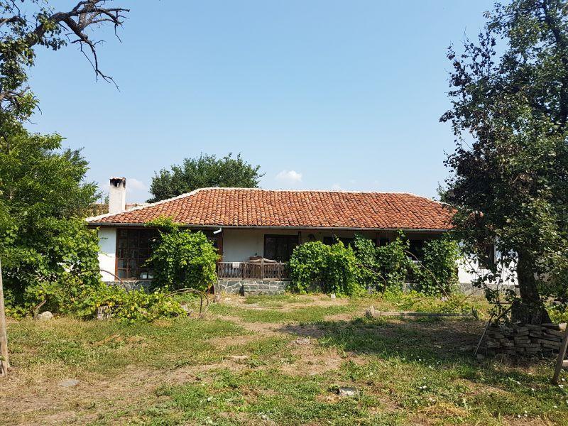22 декара плодородна земя с къща и двор 850 кв.м.