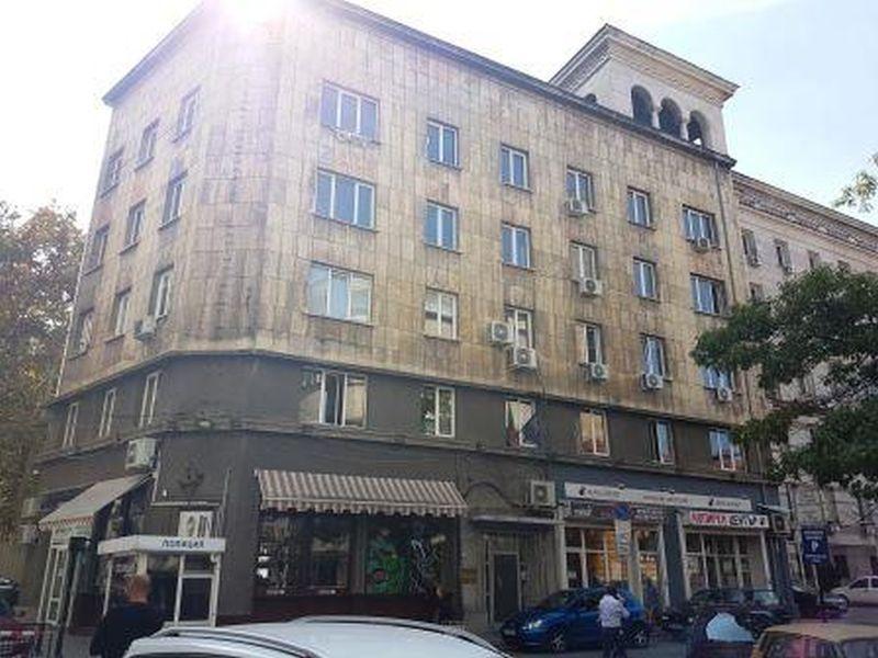 Сграда в идеалния център на столицата