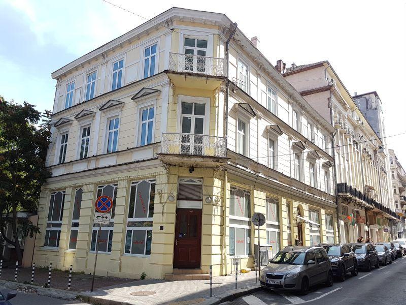 Класическа сграда в центъра на София